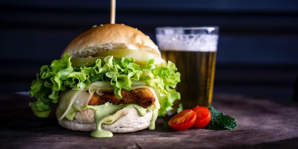 si aumenta più facilmente mangiando un hamburger bevendo birra che con la birra da sola