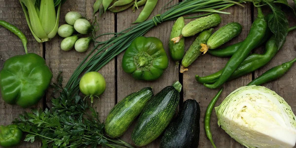 Le verdure a foglia sono la fonte principale di carboidrati nella piramide alimentare keto